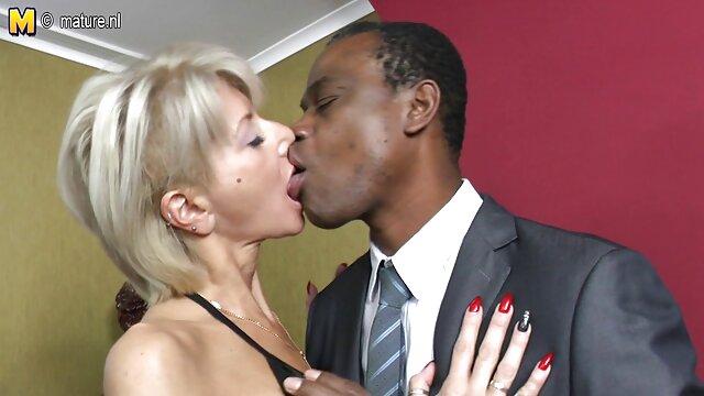 Valentine và Simone cởi trần xxx học sinh trên thiệp
